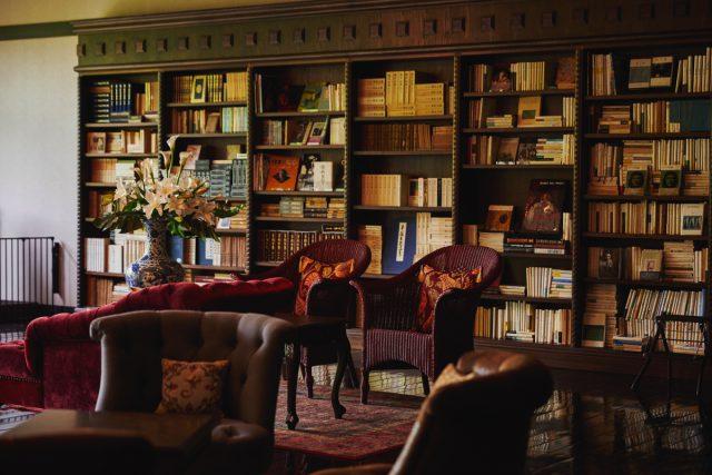 3万冊の蔵書Lounge&Bar