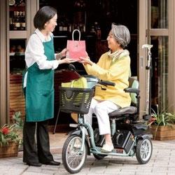三輪自転車の軽快さと-電動車いすの機能をひとつにした新しい電動車いす